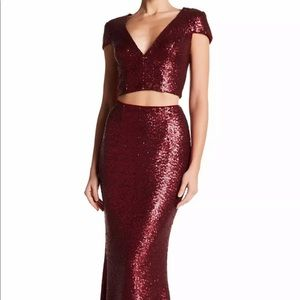 DRESS THE POPULATION 'CARA' SEQUIN TWO-PIECE BERRY